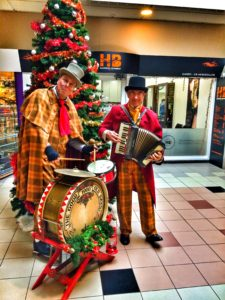 Dickens-accordeon accordeonist Duo-Kerstmuziek-Kerstmarkt-Kerstliedjes-accordeon-kerstman